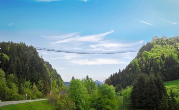 Cầu Highline 179 dài 403m và cao 110m, nối liền lâu đài Ehrenberg với Fort Claudia ở Reutte, Áo. Chính thức mở cửa đón khách vào tháng 10 này, khi đó sẽ trở thành một trong những cầu treo dành cho người đi bộ dài nhất thế giới - Ảnh: CNN