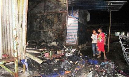 Cháy chợ Phong Nha, tiểu thương tán loạn dọn hàng 'chạy lửa'