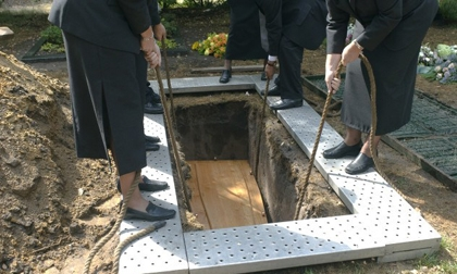 Những phong tục chôn cất người chết kỳ lạ trên thế giới