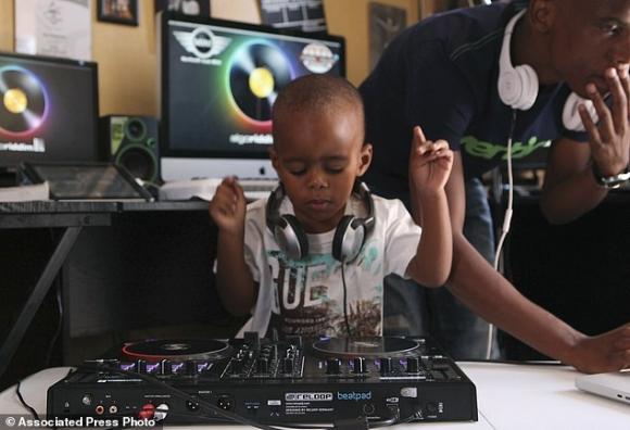 DJ, DJ nhỏ nhất thế giới, DJ 2 tuổi, Oratilwe Hlongwane