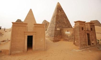 Khám phá bí ẩn những kim tự tháp bị bỏ quên nơi sa mạc