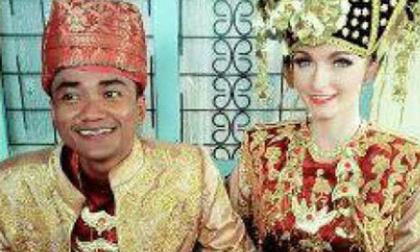 Indonesia: Chồng xấu cưới được vợ đẹp như tiên gây sốc