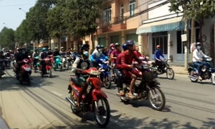 Quái xế tổ chức đua xe giữa ban ngày ở Đồng Nai