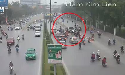 Hãi hùng cảnh ô tô leo qua dải phân cách giữa đường Hà Nội