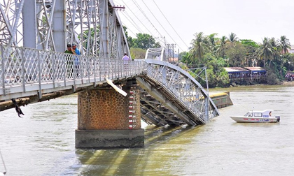 Hiện trường sập cầu Ghềnh ở Đồng Nai