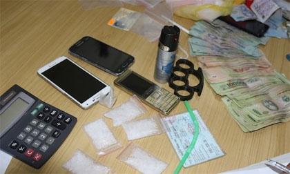 Cảnh sát đặc nhiệm bắt 2 người đi SH tàng trữ ma tuý