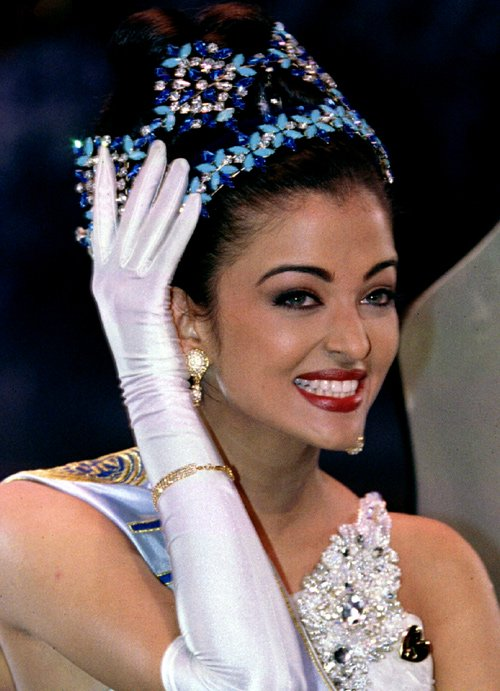 Hoa hậu đẹp nhất mọi thời dính chàm vụ hồ sơ Panama