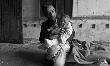 Tận mắt cảnh sống tạm bợ, không lối thoát của những đứa trẻ trong trại tị nạn ở châu Âu