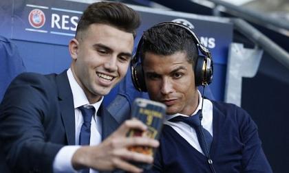 Ronaldo làm những gì khi ngồi ngoài ở trận đấu với Man City?