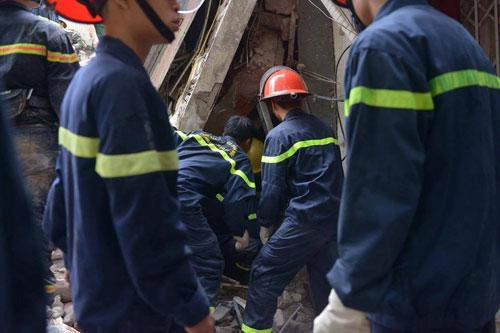 Sập nhà phố Cửa Bắc: Giải cứu được 2 nạn nhân - 8