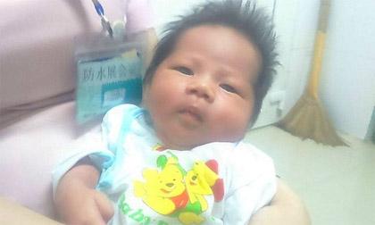 Xót thương bé gái sơ sinh kháu khỉnh bị bỏ rơi ở Bệnh viện