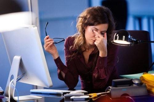 Chỉ cách bảo vệ mắt khi ngồi máy tính suốt ngày để cả đời mắt sáng như sao