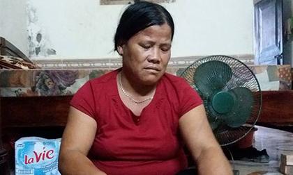 Vụ bé trai bị xe chở tôn cứa cổ tử vong: Vợ người lái xích lô khóc cạn nước mắt mong gặp lại chồng