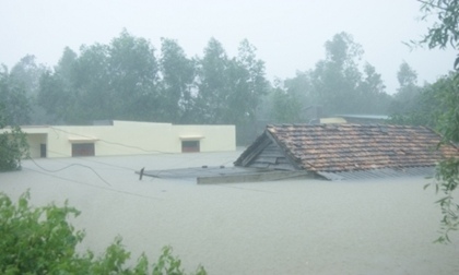 Dân mạng xót thương liên tục cập nhật cảnh ngập lụt tại Quảng Bình