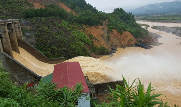 lũ lụt miền trung, lũ miền trung, bão số 7, tin bão mới nhất, thủy điện xả lũ