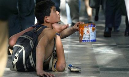 Băng đảng Trung Quốc bắt cóc trẻ con rồi bẻ gãy chân tay, bắt đi ăn xin