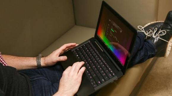 10 mau laptop co thiet ke dep nhat hinh anh 3