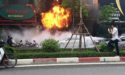 Nam thanh niên chụp ảnh tự sướng trước đám cháy trên đường Trần Thái Tông gây bức xúc