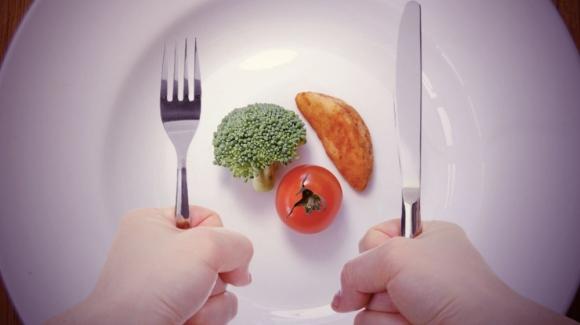 Sai lầm nghiêm trọng khi ăn uống buổi trưa khiến bạn không thể giảm cân