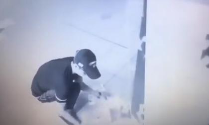 Cây ATM phun tiền xối xả, chàng trai mừng như trúng độc đắc