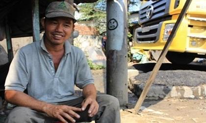 """11 năm làm """"hiệp sĩ giao thông"""", anh thợ nghèo quên hiểm nguy vì cộng đồng"""