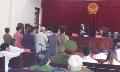 Cán bộ tỉnh Vĩnh Phúc trình sai, ký liều hầu tòa