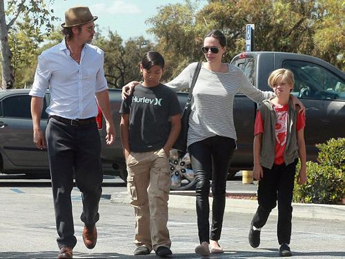 Brad Pitt lần đầu được gặp con sau vụ ly hôn 0