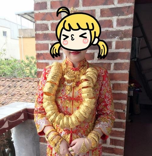 Cô dâu đeo nhiều vàng trong ngày cưới  1