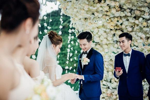 Đám cưới Hương Giang Idol 0