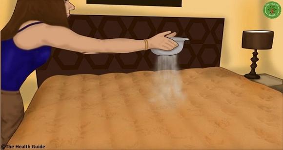 Đổ baking soda lên nệm trước khi ngủ 30 phút 0