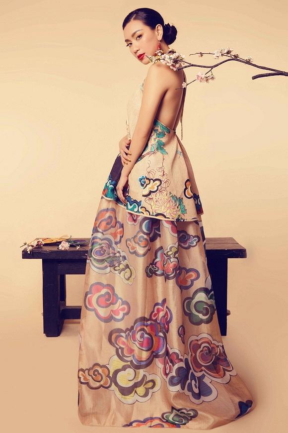 Diễn viên Y Phụng kiêu sa váy yếm 6