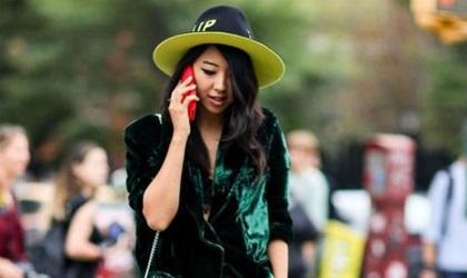 Thời trang nhung xanh được các mỹ nhân cưng chiều