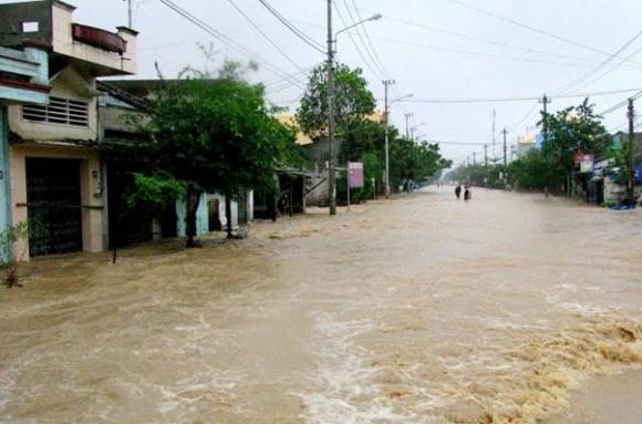 Bắc bộ ít mưa, hanh khô, Trung bộ mưa, lũ lớn gây ngập lụt nghiêm trọng