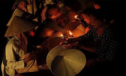 Độc đáo phiên chợ 'chung tình' trong bóng đêm
