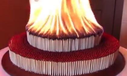 Mắt chữ O mồm chữ A khi xem Clip 10 nghìn que diêm bị đốt cháy cùng một lúc