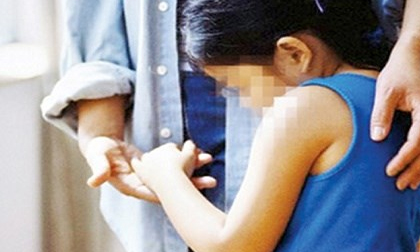 """""""Cứu"""" trẻ em bị xâm hại tình dục: Tổ chức xã hội vướng vì luật?"""