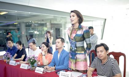 Sau 11 năm làm người mẫu, Võ Hoàng Yến chính thức trở thành đạo diễn catwalk