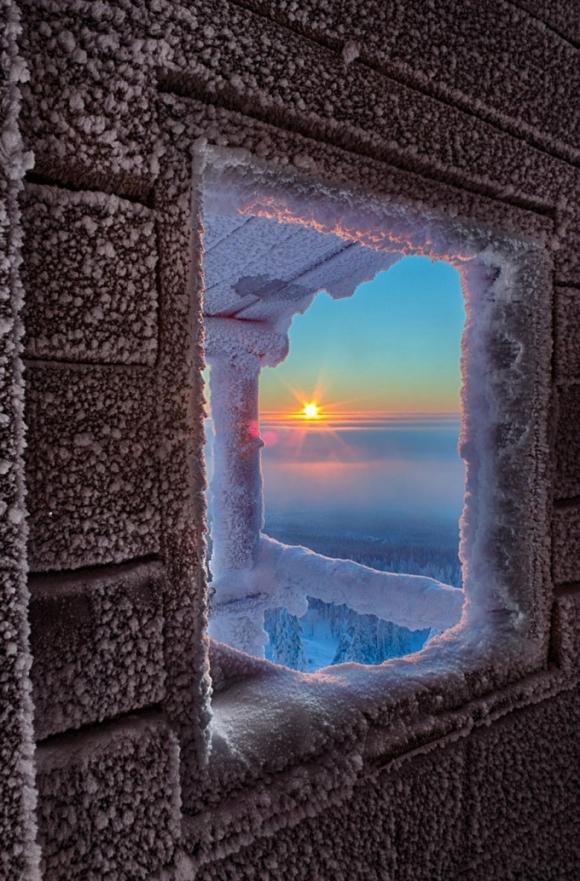 Bình minh tuyệt đẹp ở quê hương của ông già Tuyết. (Ảnh: Bored Panda)