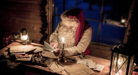 Hàng năm, ông già Tuyết nhận được rất nhiều thư từ trẻ em trên khắp thế giới. (Ảnh: Visit Finland)
