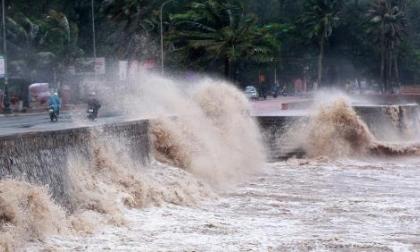 Không khí lạnh tràn vào Trung Bộ, bão Nock-ten hướng vào biển Đông
