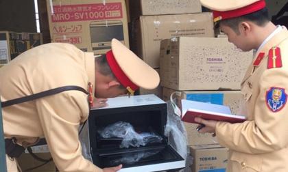 Thanh Hóa: Bắt giữ hơn 1.000 chai rượu ngoại vận chuyển không hợp lệ