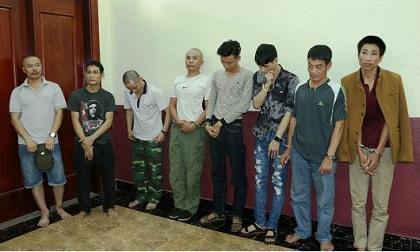 """Hà Tĩnh: Đột kích nhà riêng, bắt giữ 9 đối tượng đang """"phê"""" ma túy"""