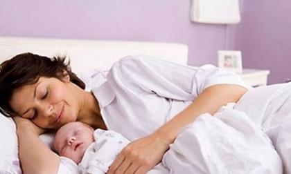 Những lưu ý về việc gội đầu cho bà mẹ sau sinh
