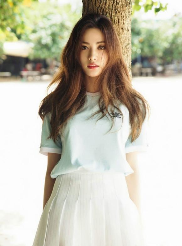 Nana (Im Jin Ah) - thành viên của nhóm nhạc After School. Năm ngoái, Nana đứng đầu bảng xếp hạng, năm nay cô tụt xuống vị trí thứ 3.