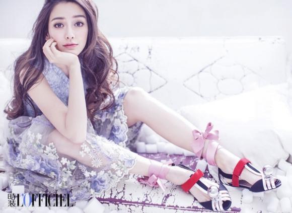 Angela Baby (Dương Dĩnh) là nữ diễn viên, người mẫu Hồng Kông quen thuộc trong các bảng xếp hạng sắc đẹp, mang trong mình dòng máu lai từ Đức. Cô xếp hạng ở vị trí thứ 83