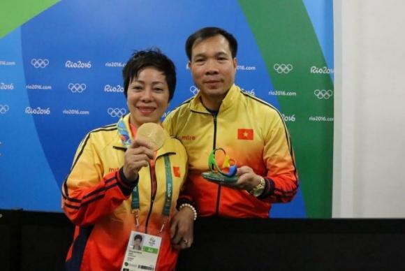 HLV Nguyễn Thị Nhung và học trò Hoàng Xuân Vinh đều ở vị trí số 1 cuộc bầu chọn VĐV, HLV tiêu biểu năm 2016. Ảnh: Internet.
