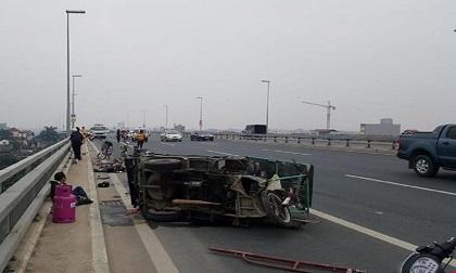 Tin tai nạn giao thông 1/1: Xe buýt mất lái, 9 người bị thương