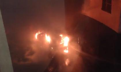 Clip: Hàng trăm xe ô tô bị đốt trong đêm giao thừa ở Pháp