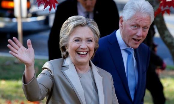 Vợ chồng bà Hillary Clinton xác nhận sẽ tham dự lễ tuyên thệ nhậm chức của ông Trump. (Ảnh: AFP)