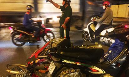 Tin tai nạn giao thông 4/1: Vượt đèn đỏ, 3 người nguy kịch